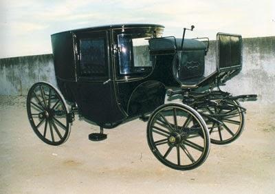 Delicadeza y profesionalidad en la reparación de coches de caballo